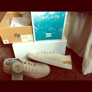 NEW-TRVL LITE TOMS, Size Wms. 6.5/ Birch Canvas